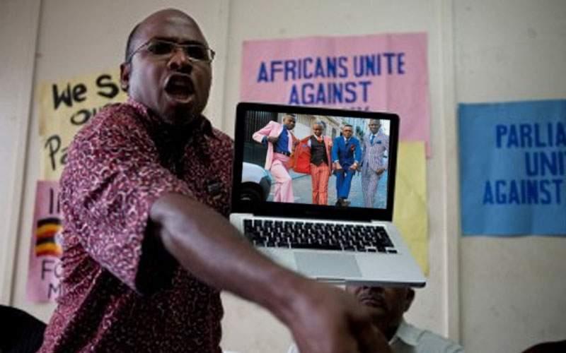 Uganda introduce pedeapsa capitală pentru homosexuali: le interzice să se îmbrace asortat