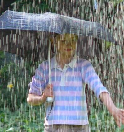 Mii de umbrele, rechemate în service ca urmare a inundaţiilor din Moldova