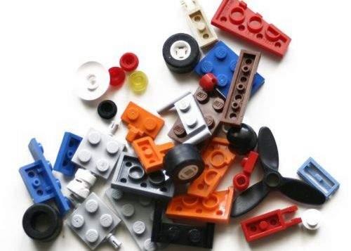 Un elicopter Lego s-a prăbuşit într-un apartament din Drumul Taberei