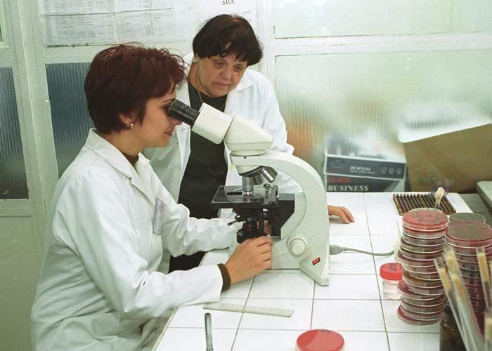 Ştiinţa la români: Vaccinul antigripal românesc funcţionează doar dacă sacrifici o găină neagră