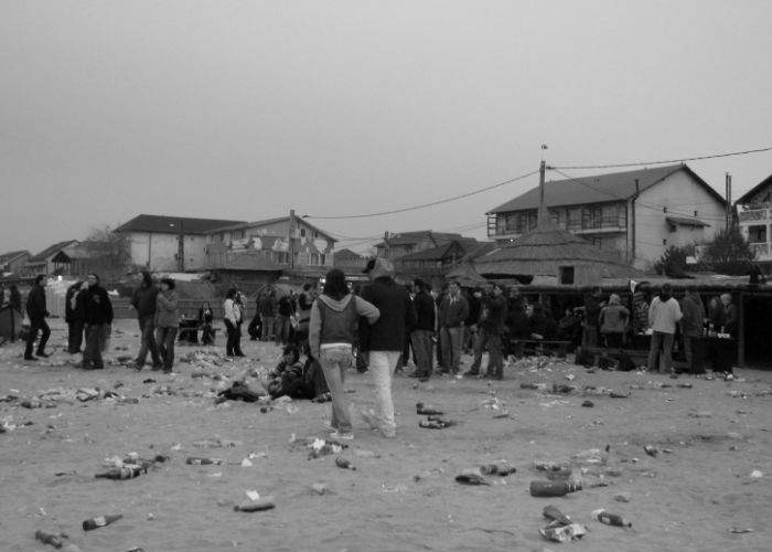 Sărbătoarea muncii, tratată necorespunzător de tineri scăpaţi de sub control, în anumite staţiuni de pe litoral