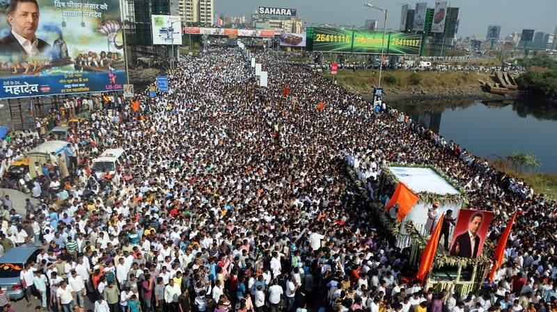 Sângele apă nu se face! Milioane de oameni protestează în Mumbai împotriva arestării lui Vanghelie
