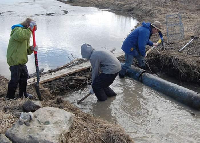 Mai şi muncesc! Vasluienii au făcut un lac de acumulare imens, că poate vine Isus şi transformă apa în vin