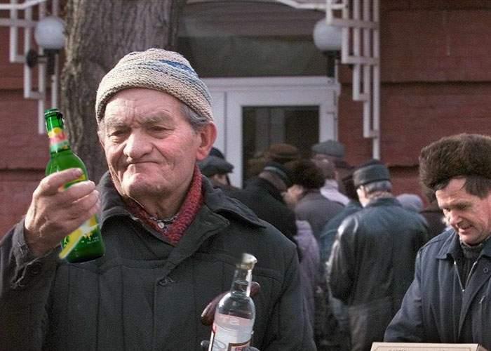 Miracol! Un vasluian a reușit să obțină alcool din bere cu lămâie