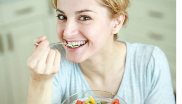 Raw veganii, încă un pas înapoi. După ce au renunţat la carne şi mâncare gătită, renunţă şi la roată