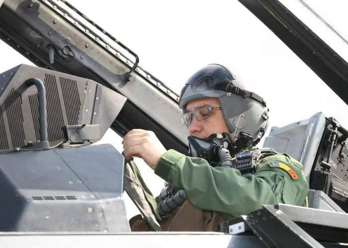 Șoc în aer: Pilotul care a zburat cu Ponta a reclamat dispariția mai multor lucruri din carlinga