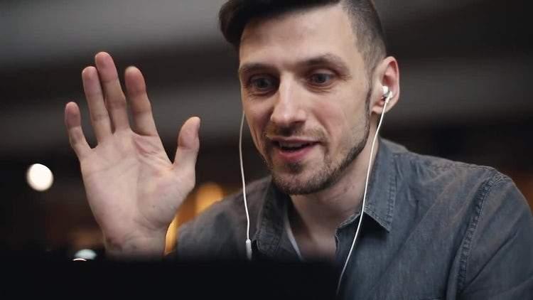 Corporatist, internat la Obregia după ce a stat 8 ore într-un call pe Skype cu el însuşi
