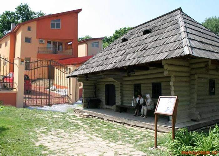 Update la Muzeul Satului: A fost adusă și o vilă construită cu bani trimiși din Italia