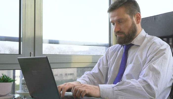 Un român e convins că are viruşi, pentru că Windows nu i-a mai făcut niciun update de 2 ore