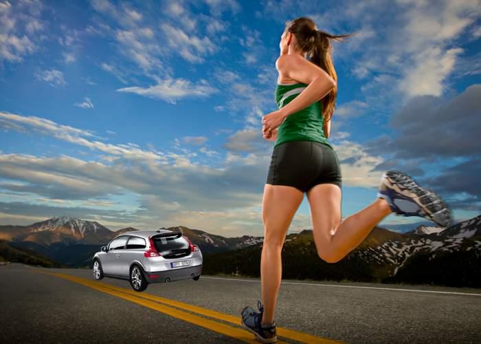 Nou model Volvo dedicat femeilor: Mașina pleacă singură de lângă posesoare, când aceasta se apropie