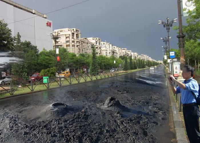 Nu mai trebuie să mergem până la Buzău! 70% din străzile Capitalei sunt pline de Vulcani Noroioşi