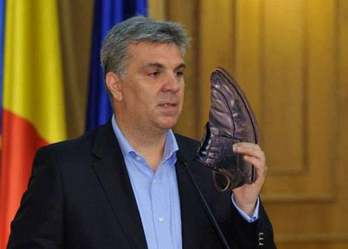 Valeriu Zgonea și-a lansat propria colecție de miros de pantofi