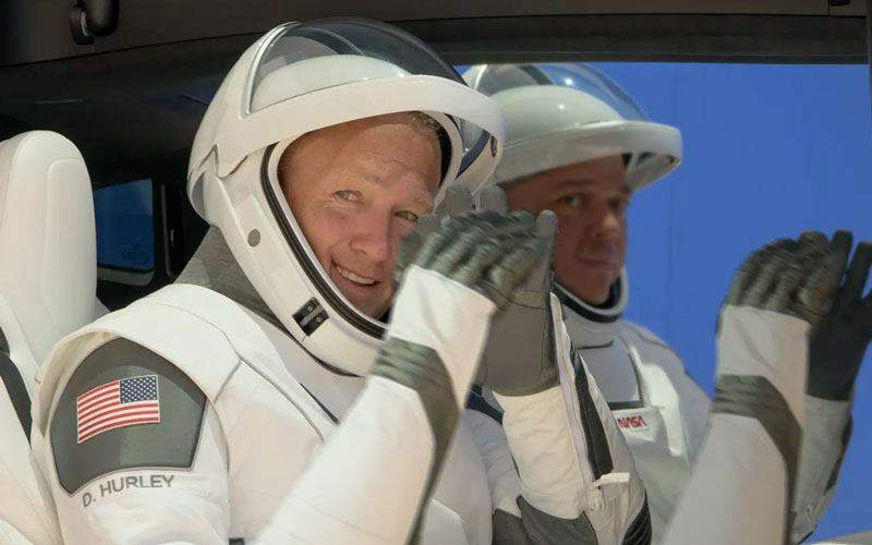 Oare sunt români? Astronauții Space X au aplaudat la aterizarea capsulei