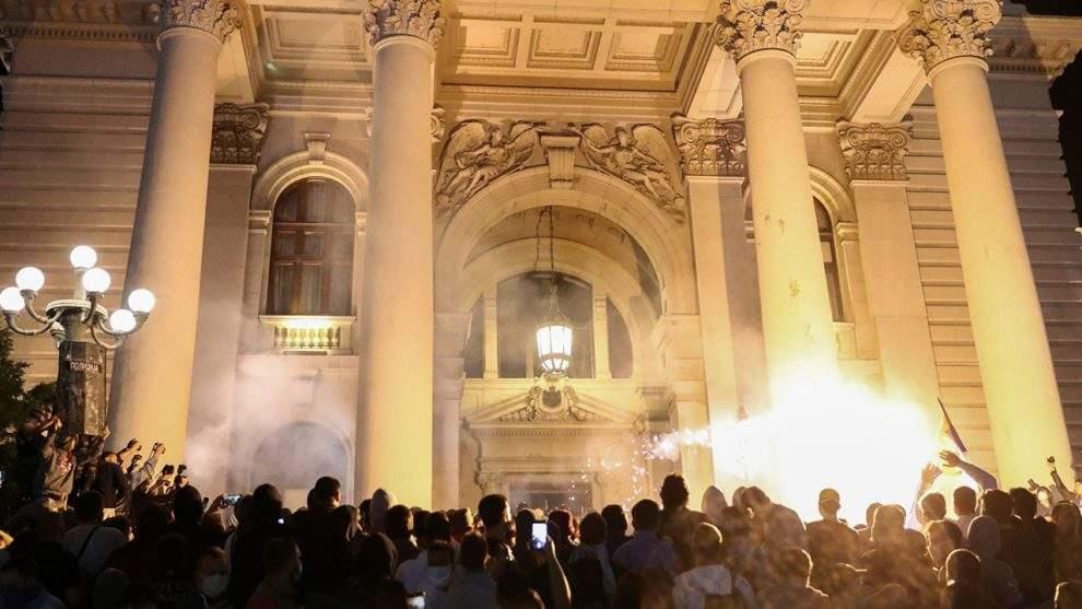 Proteste violente la Belgrad după ce şi-au adus aminte că sunt sârbi