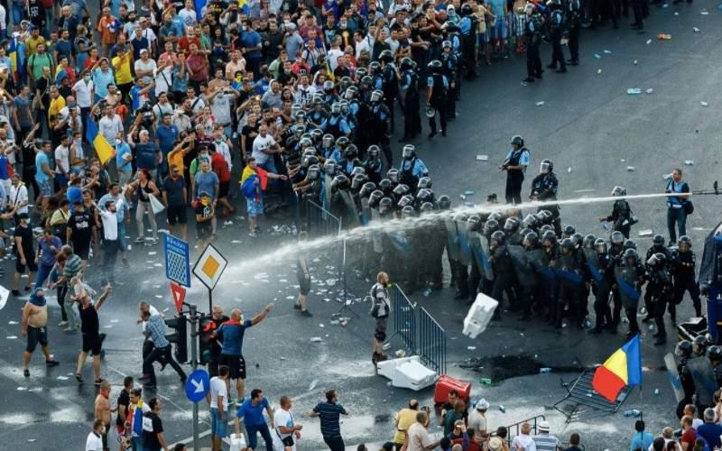 Verdict! Șefii Jandarmeriei, obligați de DIICOT să le arate și curul protestatarilor