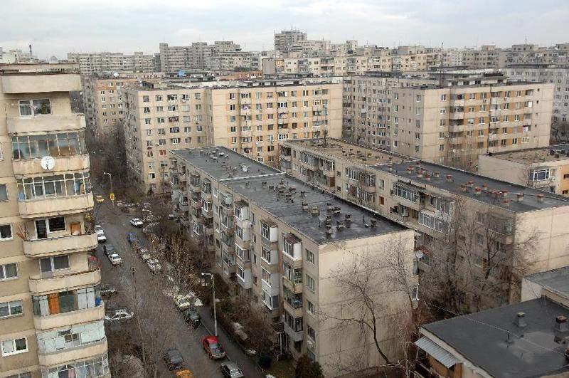 Surse: Ceauşescu voia să bage toţi românii în blocuri ca să vadă dacă fac miere