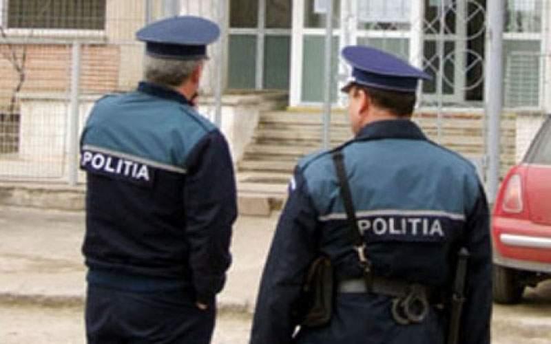 Bătaie între un interlop şi un poliţist după ce au venit îmbrăcaţi la fel la un party