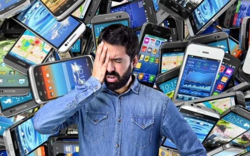 Românul care a furat 4500 de telefoane, prins când i-a pornit alarma simultan pe toate