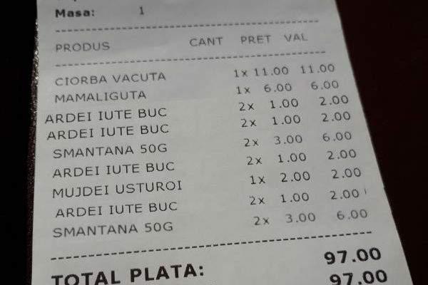 În localurile din Mamaia, dacă vrei să faci poză la nota de plată te mai costă 5 lei