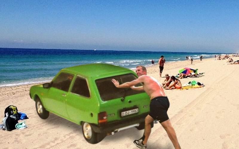 Un cocalar sărman și-a împins Olcitul până pe plajă, că n-are bani de BMW