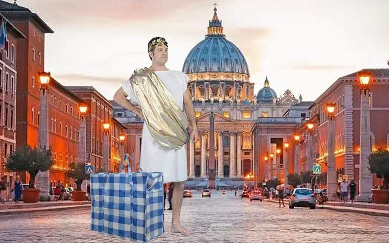 Rămaşi fără job, sute de profesori de latină pleacă la cules căpşuni la Vatican