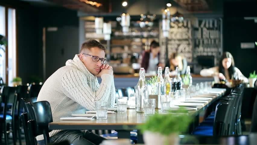 Restaurantele se redeschid treptat. Comanzi în septembrie, mănânci în octombrie