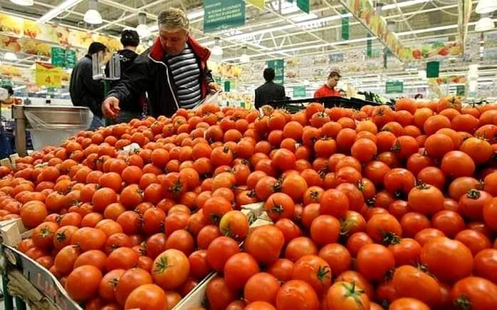 Român, speriat că are COVID după ce a mâncat roşii din supermarket: Nu simt niciun gust!