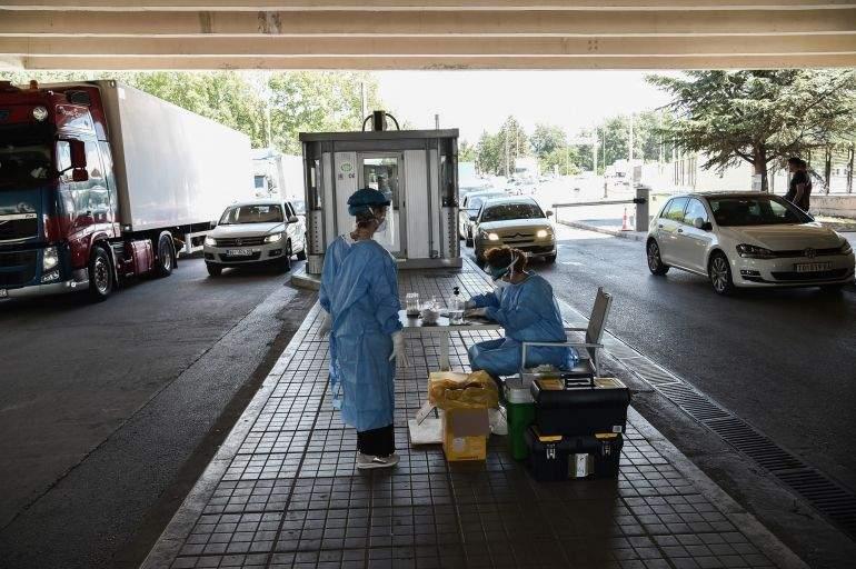 Turiştii din Grecia, testaţi la intrare pentru COVID şi la ieşire pentru prosoape furate