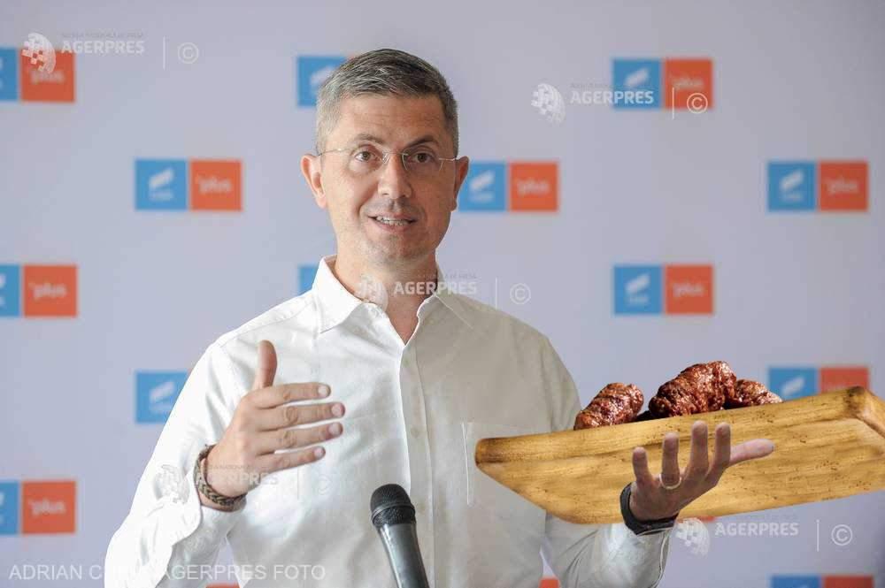 Asta da problemă de integritate la USR: Dan Barna mănâncă micii fără muștar