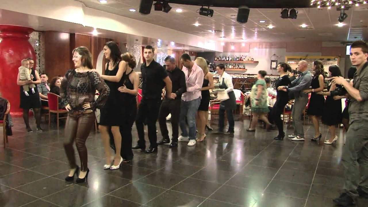 Anul fără nunţi. În medie, fiecare român a pierdut 16 ore de dansul pinguinului