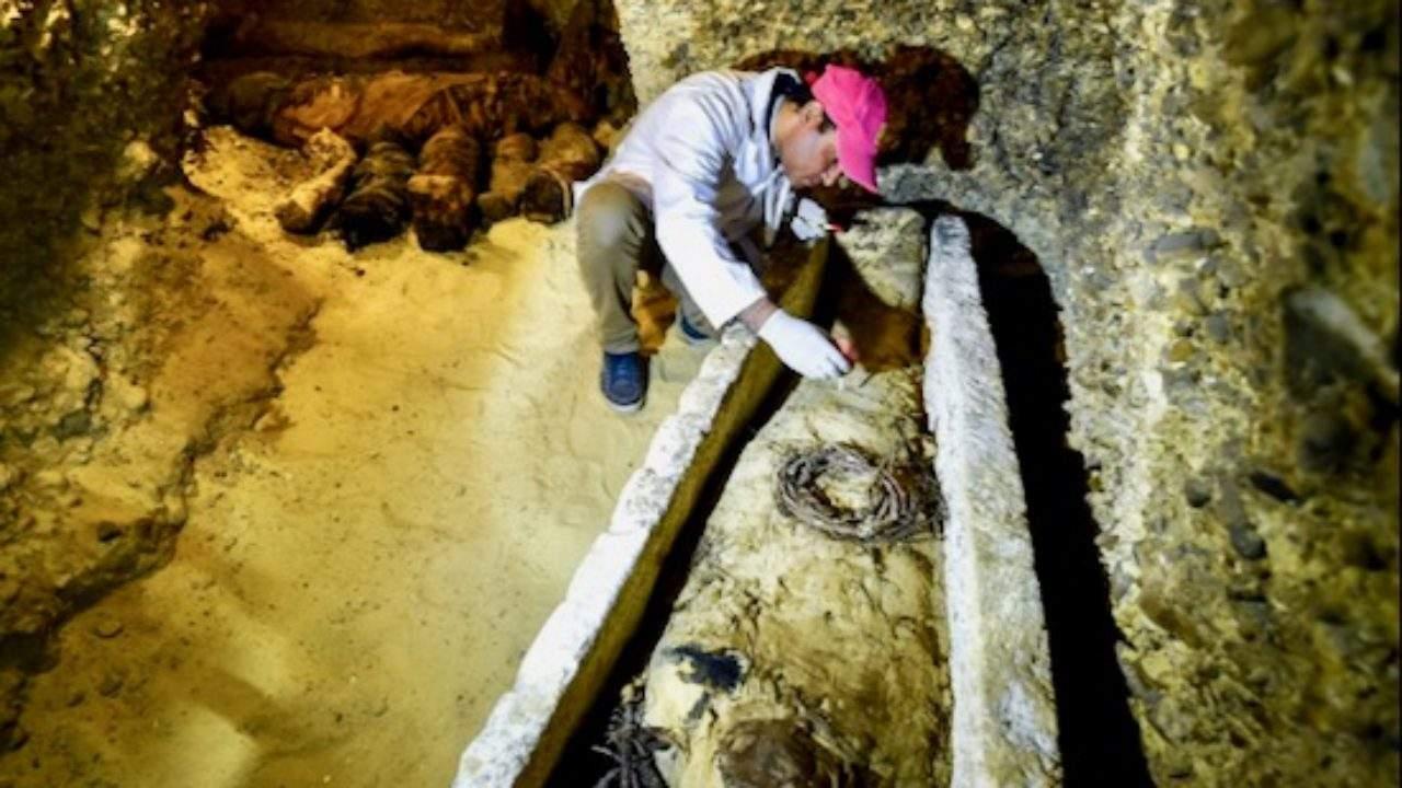Descoperirea secolului! Arheologii au dezgropat mumia faraonului Tutenkur