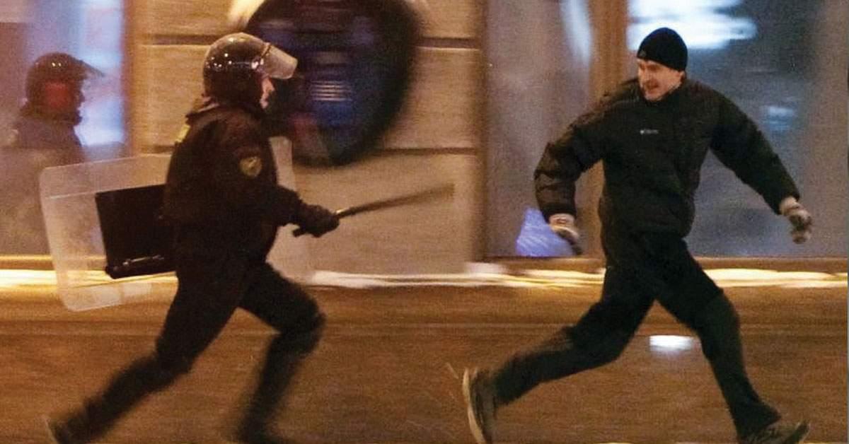 Românii, fericiți că nu trebuie să poarte mască când fumează și-i aleargă poliția