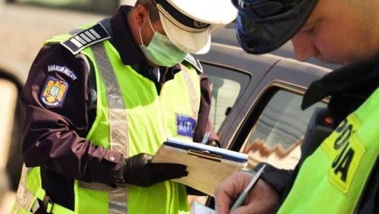 Primele amenzi. Niște polițiști în civil s-au amendat între ei că nu purtau mască