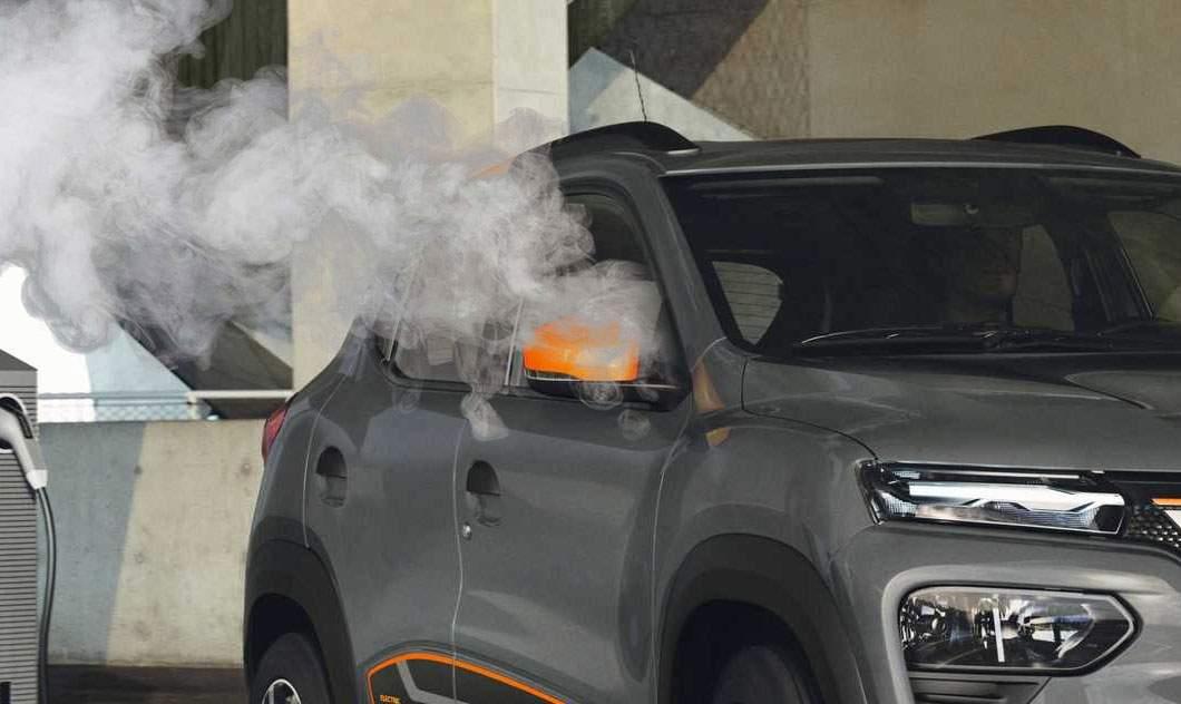 Una caldă, alta rece! Noua Dacie are motorul electric, dar radioul merge pe diesel