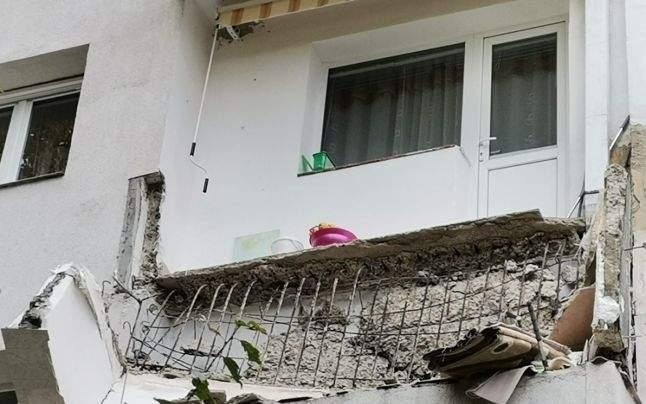 Balcon prăbușit la Vaslui. Vecinul de dedesubt refuză să returneze țuica și gogonelele