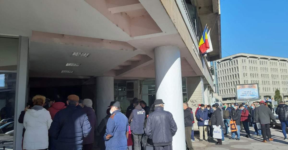Poliția Pitești, acuzată că a umflat prețurile la permise ca să le scadă de Black Friday