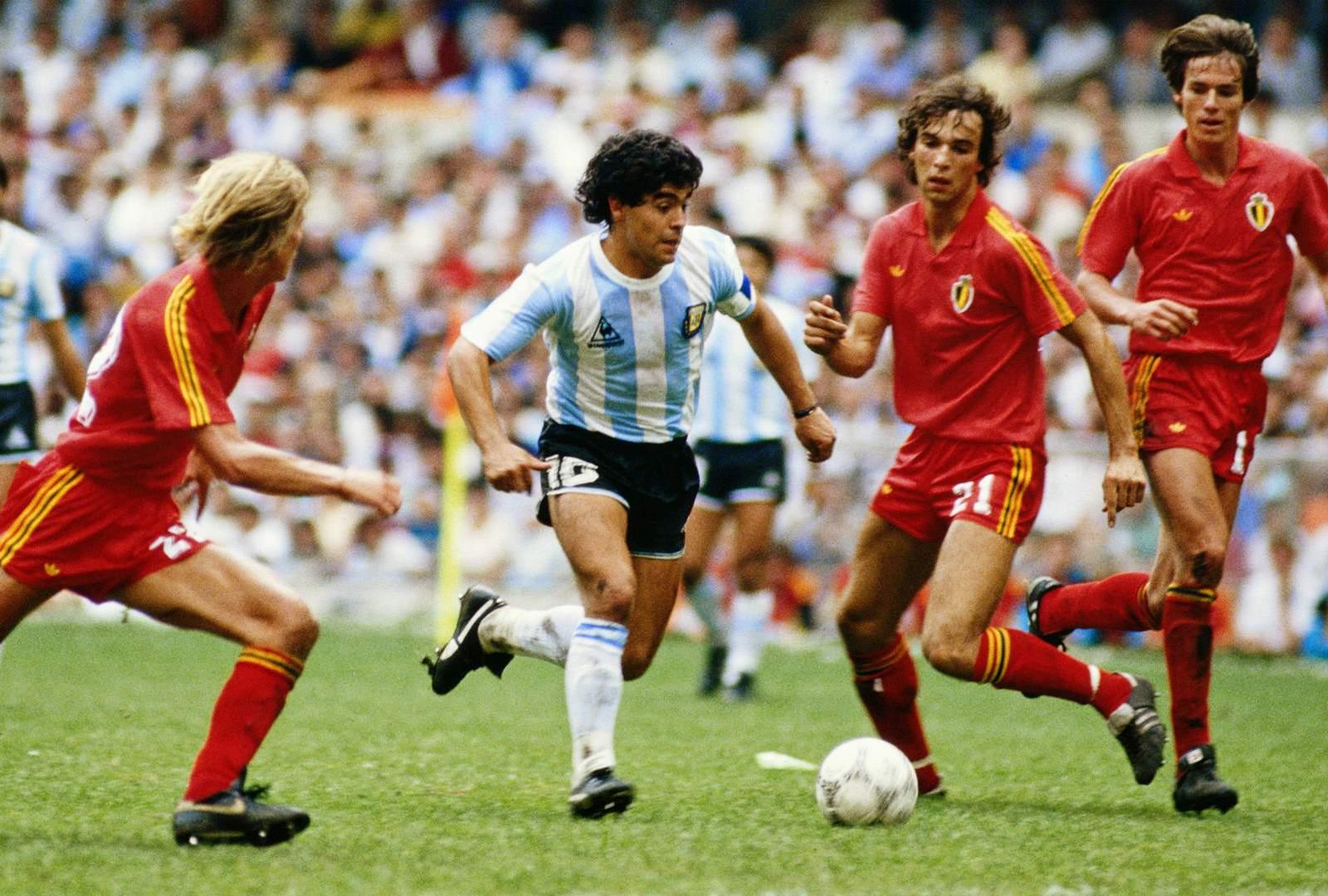 """Dana Budeanu: """"Maradona n-a fost mare jucător, ci adversarii lui erau fătălăi"""""""