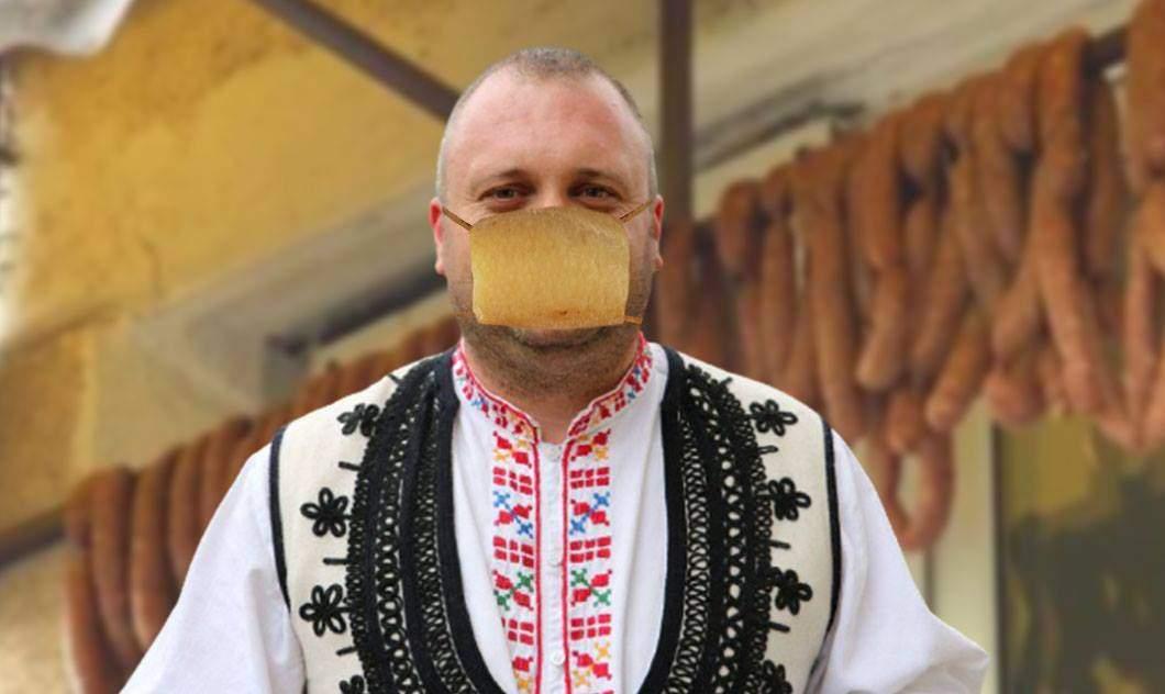 Tot mai atenți cu sănătatea lor! Românii au început să poarte măști din șorici