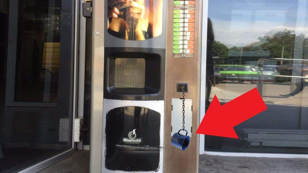 Incident pe aeroportul Bacău. S-a furat cana legată cu lanț de automatul de cafea