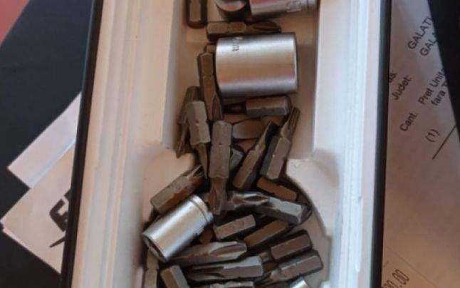 Femeia care a primit șuruburi în loc de iPhone se plânge că șaibele se vând separat