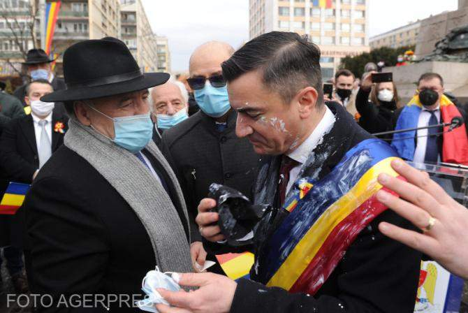 Mihai Chirica n-a stat mult mânjit cu iaurt, că l-au curățat rapid lingăii din PNL