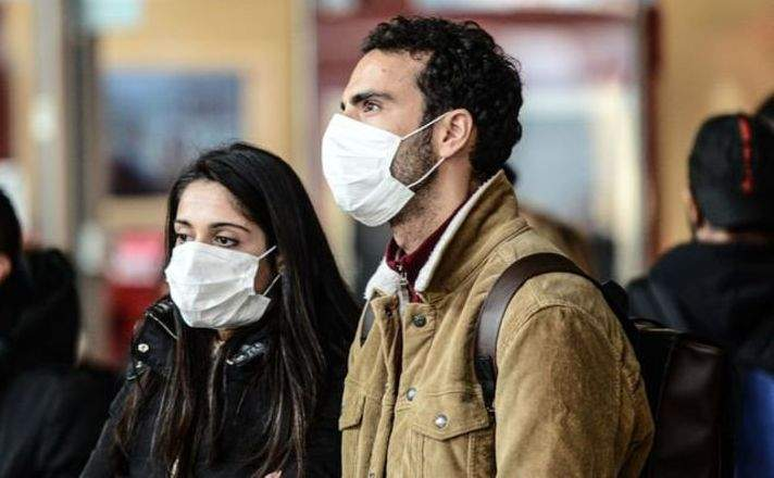 Ce m*iști! Românii vaccinați poartă mască, că nu vor să dea imunitate și la alții