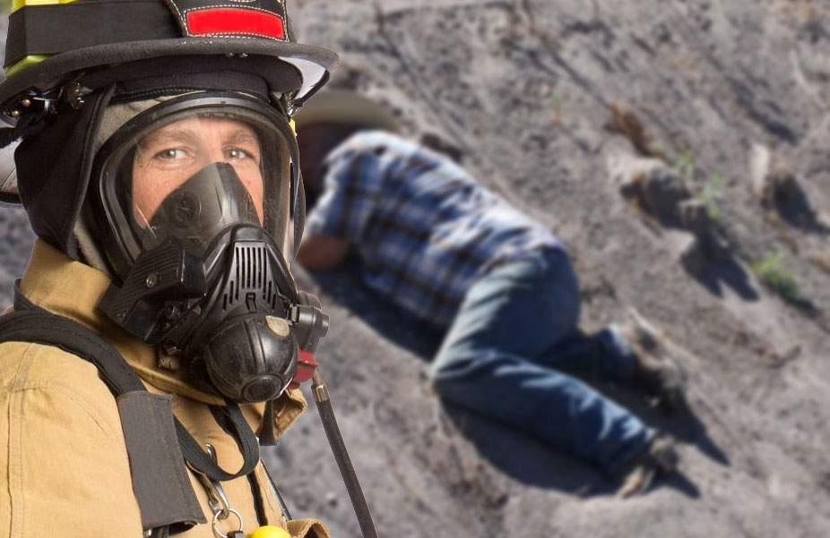 Emoţionant! Pompierii au salvat un bețiv căzut în șanț care mieuna că n-are ce bea