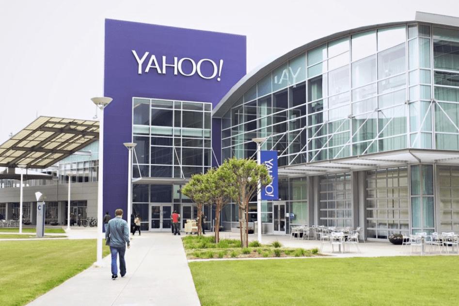 Yahoo Messenger s-a redeschis doar ca să-l baneze și el pe Donald Trump