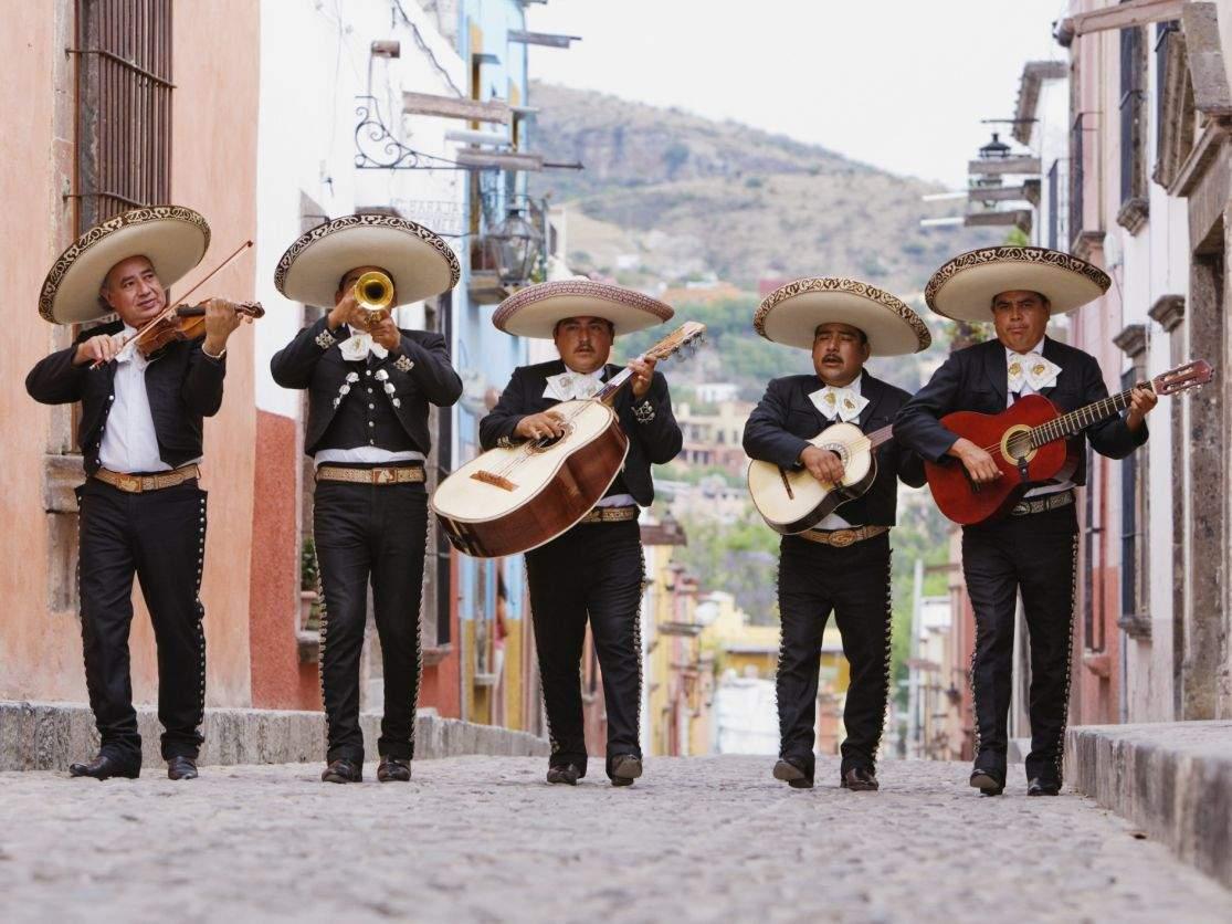 Măsuri draconice în Mexic. Sombrero este obligatoriu în toate spațiile deschise