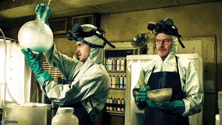 Breaking Bad de România. Un profesor de chimie face vaccin COVID într-o rulotă
