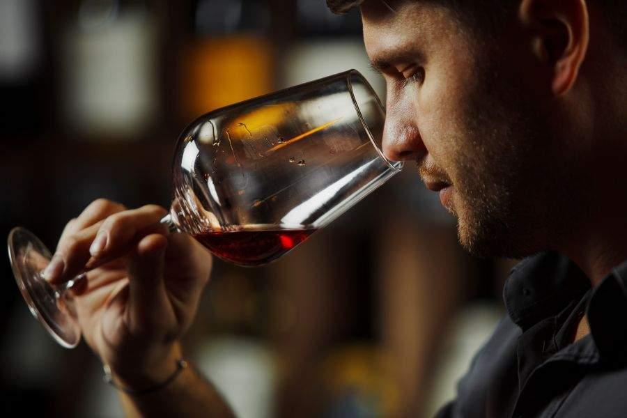 Capitala riscă să rămână fără bețivi, că toți se dau degustători de vin