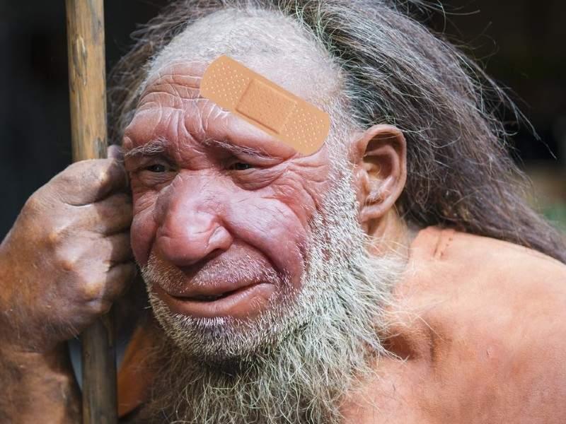 Țeasta zdrobită a unui neanderthalian care n-a vrut să ducă gunoiul, găsită într-o peșteră