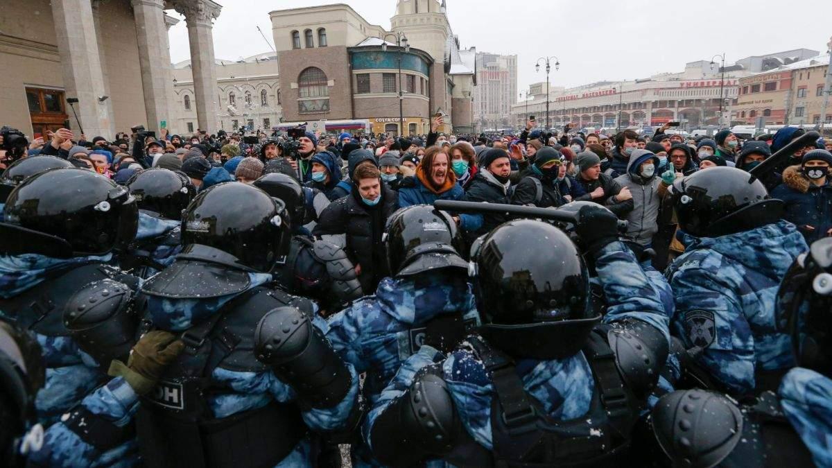 "E oficial revoluție în Rusia. S-a strigat ""Puie Mutin"""