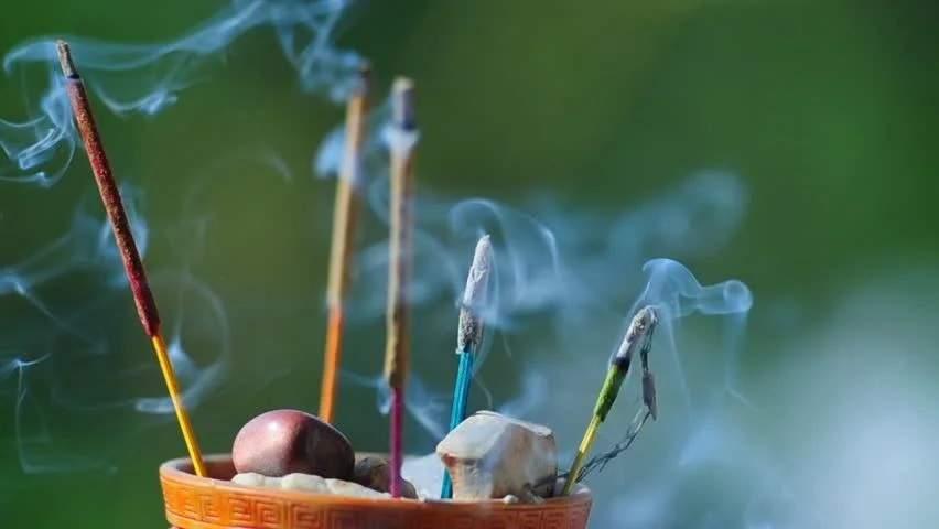 Poluare cu zen în Bucureşti după ce sătenii din Ilfov au ars beţigaşe parfumate